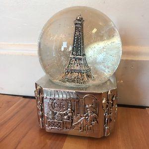 Eiffel Tower Snow Globe